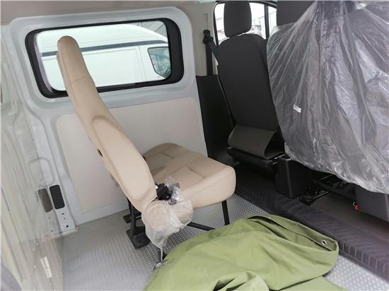福特V362汽油自动档囚车.jpg